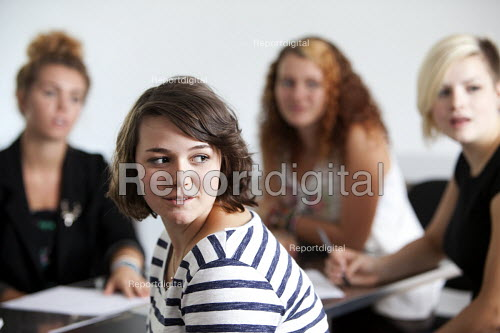 Sixth form students at Clevedon school, Clevedon - Paul Box - 2011-09-13