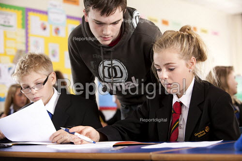 A sixth form student helps a younger pupil, maths lesson, Clevedon school, Clevedon - Paul Box - 2011-09-13