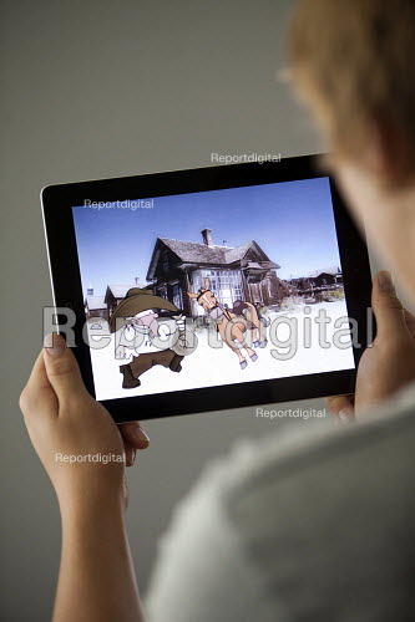 Pupils using Ipad apps, Clevedon school, Clevedon - Paul Box - 2011-09-13