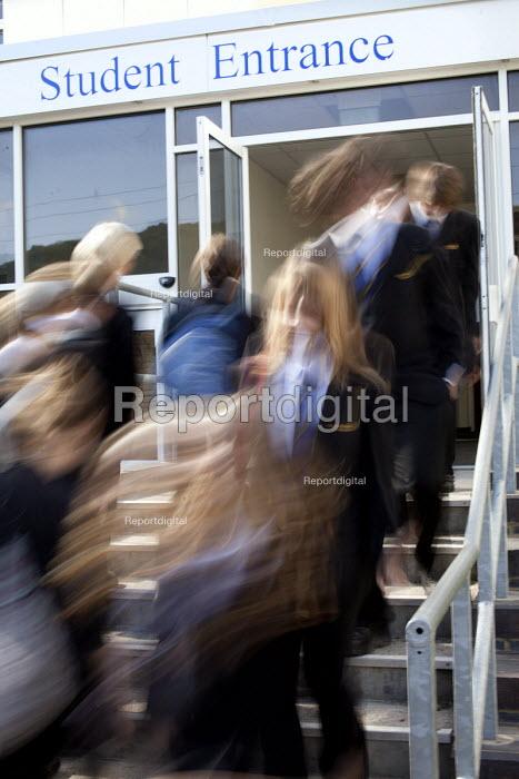 Pupils arriving at the school entrance, Clevedon school, Clevedon - Paul Box - 2011-09-14