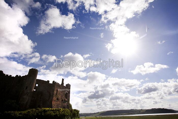 Laugharne Castle, Laugharne, Carmarthenshire, West Wales - Paul Box - 2012-06-09