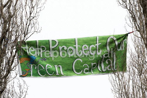 Help protect our Green Capital. Protesters camp in trees to stop them being cut down and building on Stapleton allotments for the Metrobus new bus lane, Bristol. - Paul Box - 2015-02-02
