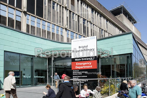 The Bristol Royal Infirmary, Emergency department main entrance, Bristol. - Paul Box - 2015-04-20