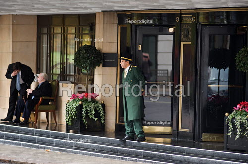 A doorman in uniform outside the Dorchester Hotel in Park Lane, London. - Philip Wolmuth - 2009-10-27