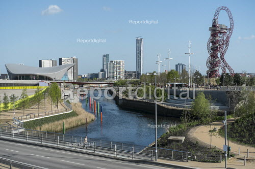 The Queen Elizabeth Olympic Park, Stratford, River Lea, and ArcelorMittal Orbit sculpture designed by Anish Kapoor - Philip Wolmuth - 2014-04-15