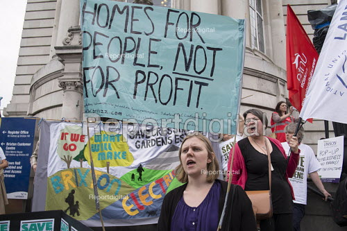 Homes For People Not For Profit. Residents of Cressingham Gardens Estate in Brixton, London, demonstrate outside Lambeth Town Hall over council plans to demolish their homes and build new housing which they believe will be unaffordable for existing tenants. - Philip Wolmuth - 2015-07-13