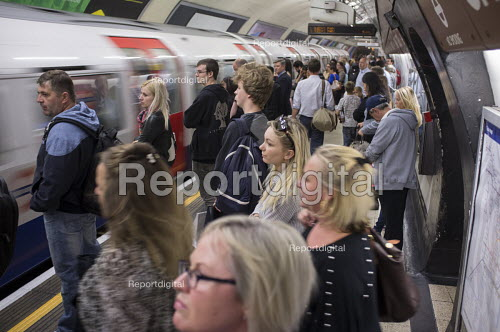 Crowded platform at Charing Cross tube station at rush hour London. - Philip Wolmuth - 2015-08-27