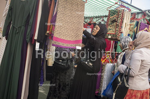 Whitechapel market serves the largest Muslim community in the UK, East London - Philip Wolmuth - 2015-09-23