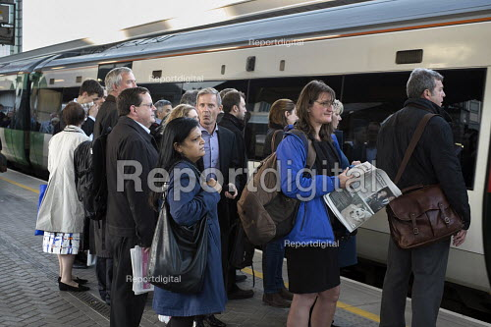 Passengers board a train at London Bridge station - Philip Wolmuth - 2015-09-30