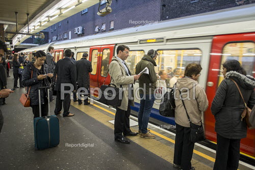 Passengers wait to board a tube train at a London Underground station - Philip Wolmuth - 2015-10-05