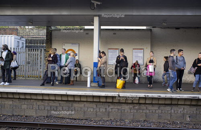 Passengers waiting on Highbury & Islington train station platform London - Philip Wolmuth - 2015-10-27