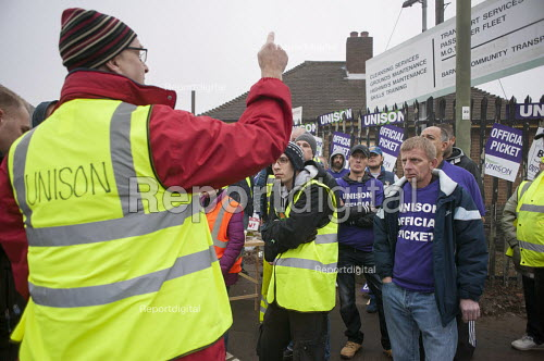 Branch sec John Burgess Unison picketing Mill Hill Depot, strike against outsourcing of council services, Barnet, London - Philip Wolmuth - 2015-11-02