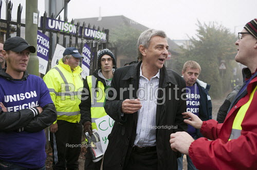 Dave Prentis Unison joins picket of Mill Hill Depot, strike against outsourcing of council services, Barnet, London - Philip Wolmuth - 2015-11-02
