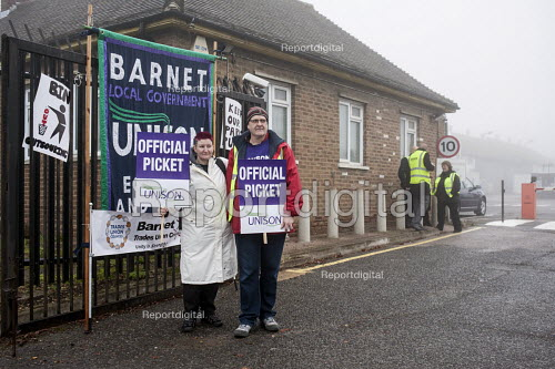 Unison picketing Mill Hill Depot, strike against outsourcing of council services, Barnet, London - Philip Wolmuth - 2015-11-02