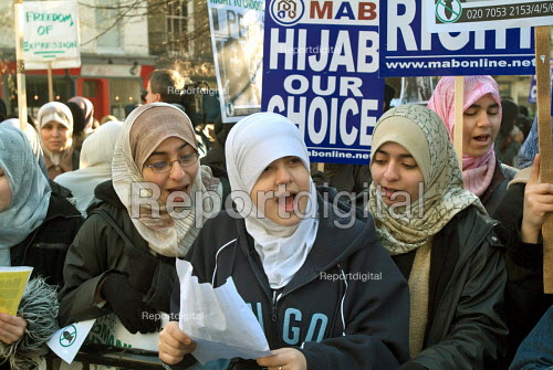 Protest outside the French Embassy in Knightsbridge, London, against the proposed ban on religious and political symbols in French state schools, which would outlaw the wearing of the Muslim hijab. - Philip Wolmuth - 2004-01-17