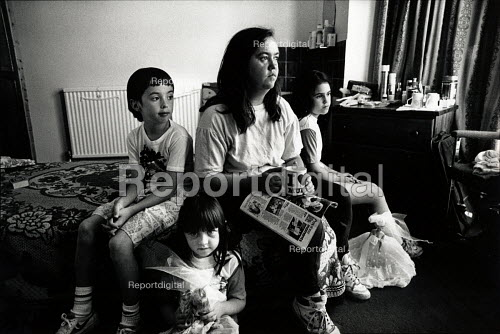 Homeless family living in Bed and Breakfast accommodation with her family. London - Joanne O'Brien - 1999-06-06