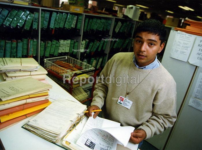Apprentice at Camden Records Office - Joanne O'Brien - 19971106