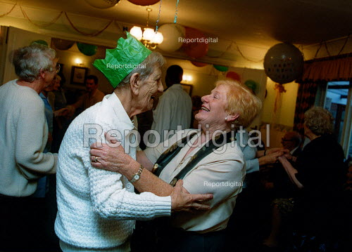 Birthday party at sheltered accommodation, North London - Joanne O'Brien - 2002-07-01