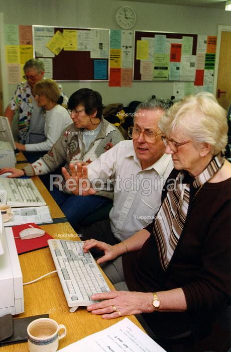 Elderly people learning computer skills, London - Joanne O'Brien - 20021024