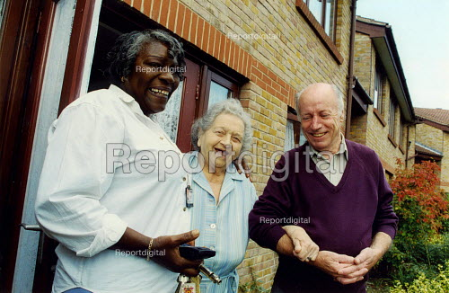 Elderly residents with warden (L) in sheltered accommodation London - Joanne O'Brien - 20021024
