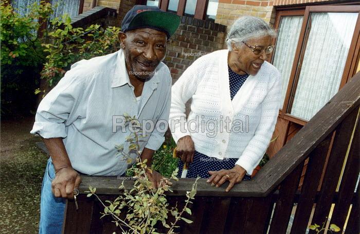Elderly couple in sheltered housing London - Joanne O'Brien - 20021024