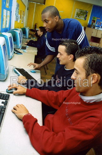 Teacher with a computer class at secondary school Haringay London - Joanne O'Brien - 20021024