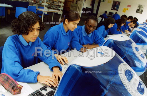Pupils in a computer class at secondary school, Haringay London - Joanne O'Brien - 20021024