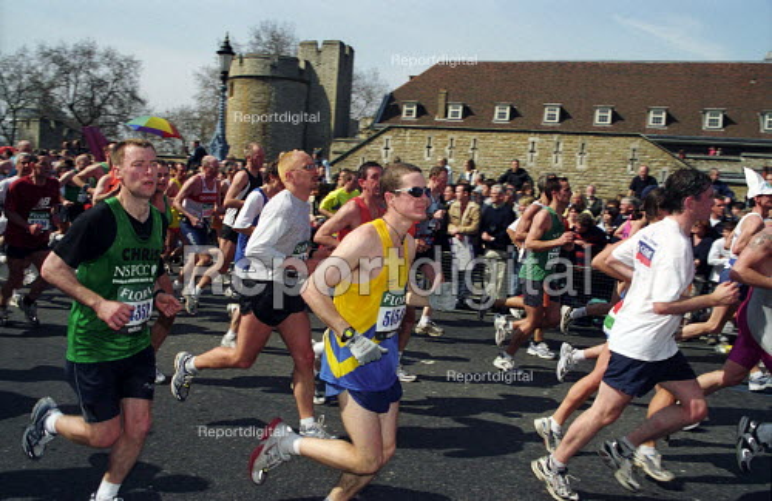 Runners passing the Tower of London, 2003 London Marathon - Joanne O'Brien - 2003-04-13