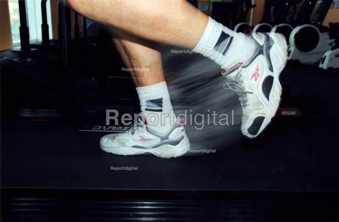 Runner training for the London Marathon. - Joanne O'Brien - 2003-03-24