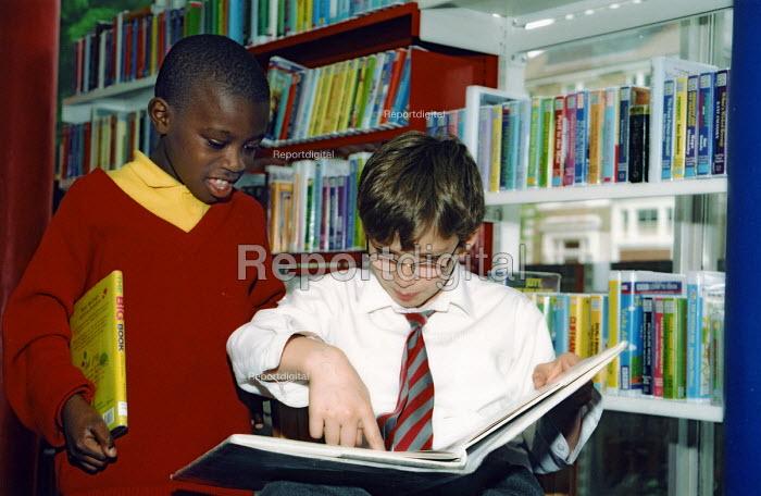 Children in local library - Joanne O'Brien - 2003-05-04