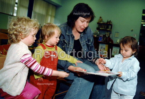 Parent and children using local library Crouch End London - Joanne O'Brien - 2003-05-04