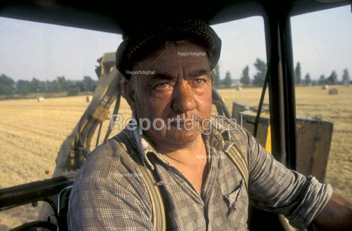 Farmer harvesting barley crop - Joanne O'Brien - 20021024