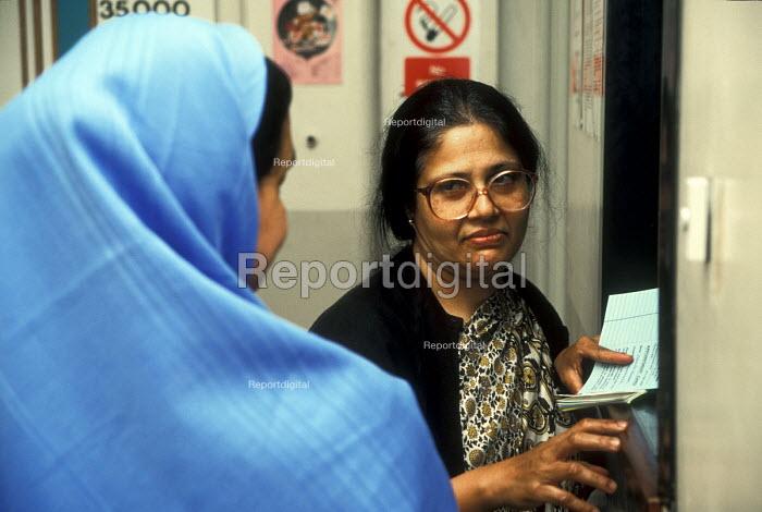 Bengali interpreter working at hospital in East London - Joanne O'Brien - 20021024