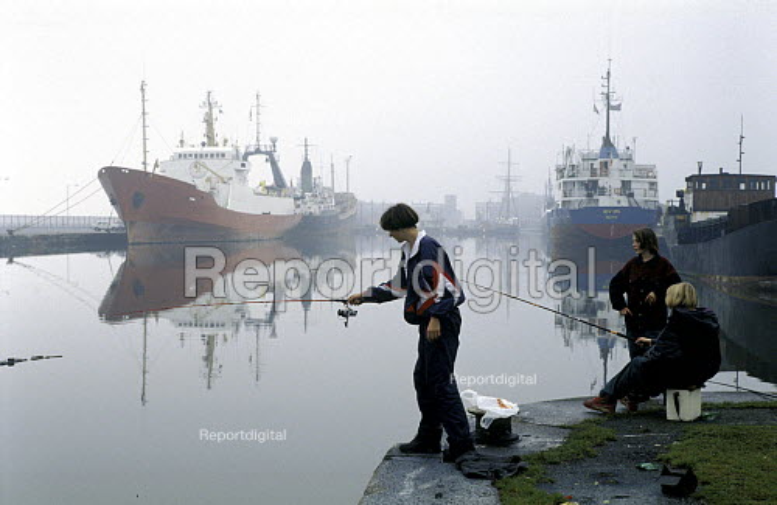 Teenagers Fishing on a Foggy Day, Albert Dock, Hull, East Yorkshire. 1993 - Paul Mattsson - 1993-12-28