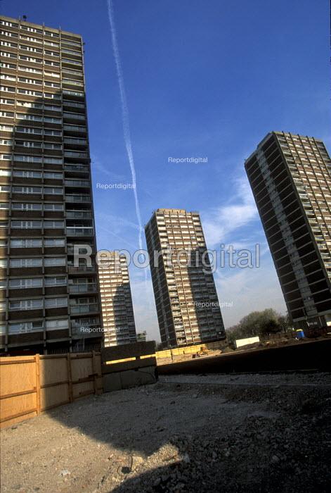 Housing Clapton Park estate Hackney. London - Joanne O'Brien - 20021024