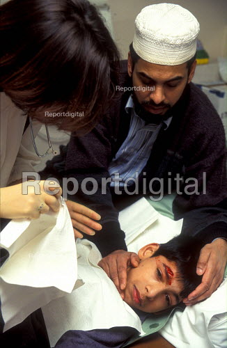 Father comforts his son before he receives stitches in casualty ward of Queen Elizabeth Hospital for Children. - Joanne O'Brien - 20021024
