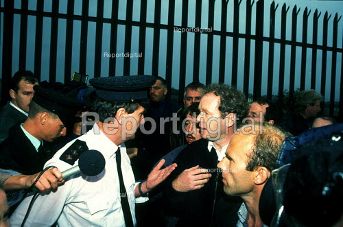 Martin McGuinness Sinn Fein MP negotiating with RUC during the Apprentice Boys march in Derry, August 1995 - Joanne O'Brien - 1995-08-24