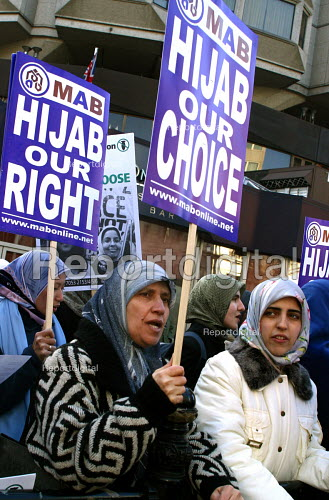 500 Muslim Women demonstrated outside the French Embassy in London 17.1.04 in protest against the French governments proposed ban on the wearing of the traditional headscarf or hijab. - Joanne O'Brien - 2004-01-17