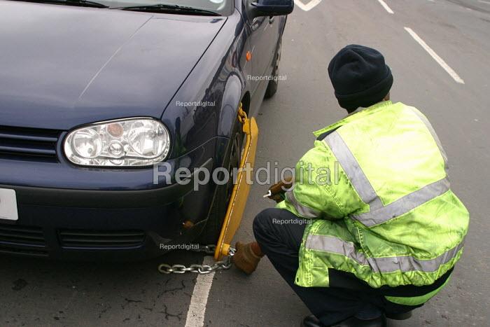 Wheel clamping in Leytonstone, London - Joanne O'Brien - 20021024