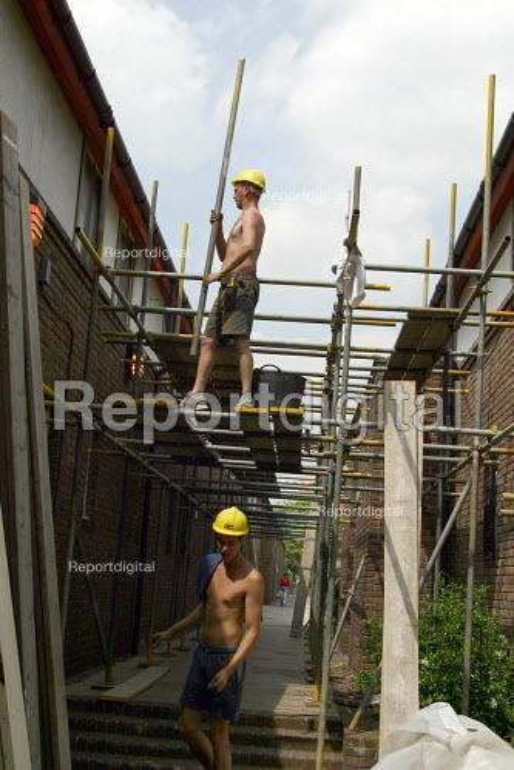 Builder erecting scaffolding. Alfred Salter Estate refurbishment, Southwark, London - Joanne O'Brien - 2004-05-24