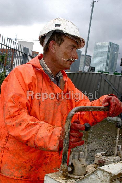 Geological survey for Crossrail Borehole near East India Dock, London - Joanne O'Brien - 2004-04-24