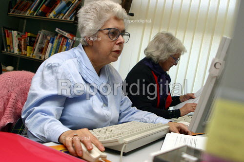 Computer class in local library - Joanne O'Brien - 2004-02-24