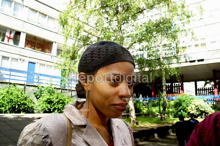 Woman on Wood Dene Estate, Peckham, London - Joanne O'Brien - 2002-10-24
