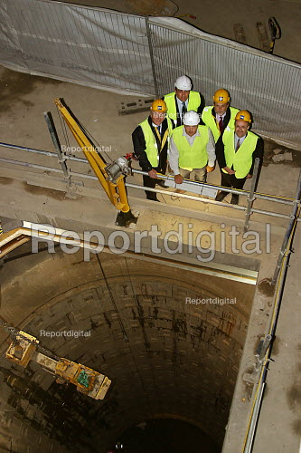 Engineers in air shaft under new City of London building Moorhouse. The shaft is for a crossrail underground station. - Joanne O'Brien - 20021024