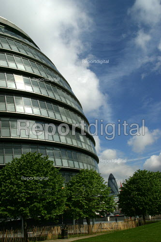 City Hall, Greater London Assembly building by Foster and Partners. - Joanne O'Brien - 20021024