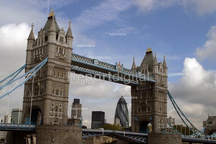 Tower Bridge London - Joanne O'Brien - 20021024