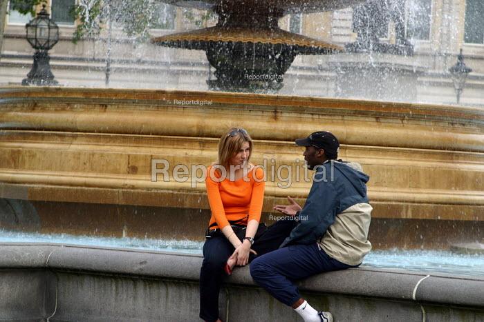 Couple talking, Trafalgar Square, London - Joanne O'Brien - 20021024