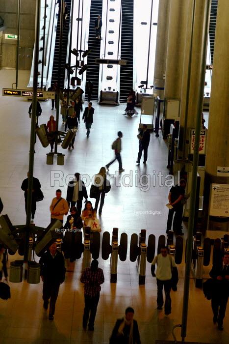 Canary Wharf underground station - Joanne O'Brien - 2004-09-29