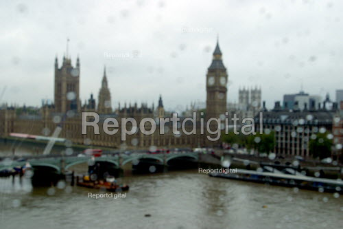 London in the rain. Big Ben and The Houses of Parilament. - Joanne O'Brien - 20021024