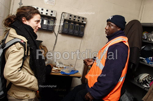 TGWU trade union organiser with London Tube cleaner who works at night at Paddington Station - Joanne O'Brien - 2006-02-01